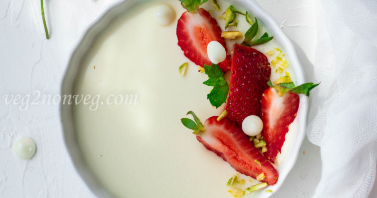 White chocolate panna cotta with strawberry sauce