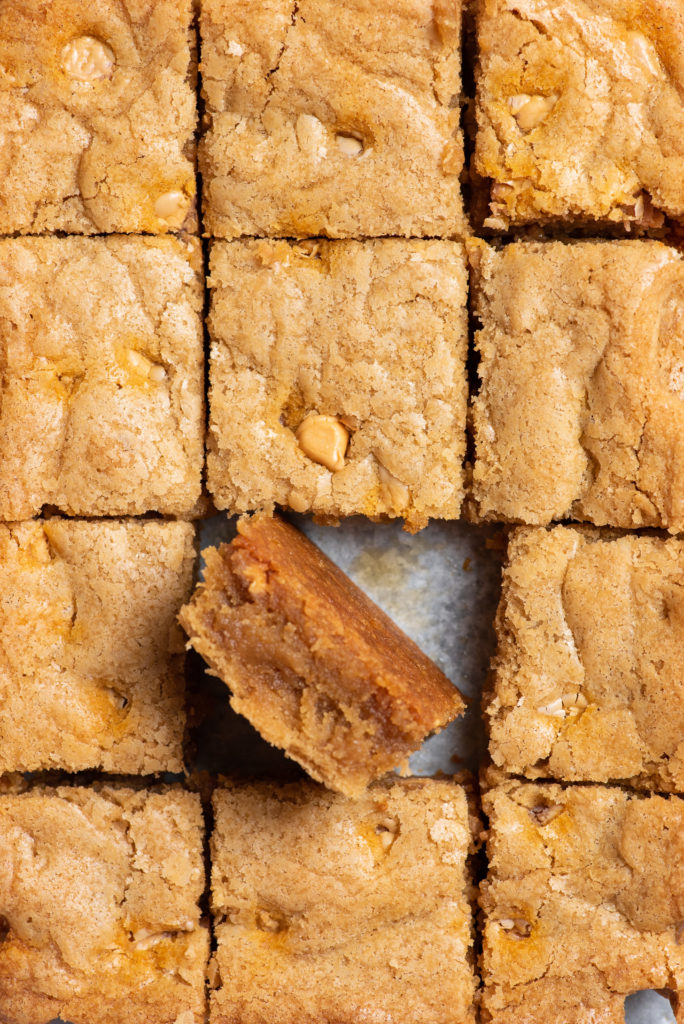 Butterscotch blondies, butterscotch blondies recipe, blondies with butterscotch chips, Hershey's butterscotch blondies with ice cream, blondies brownie, blondies cookie, blondies bar, recipe for blondies brownies, blondies dessert, blondies easy recipe, how to make blondies